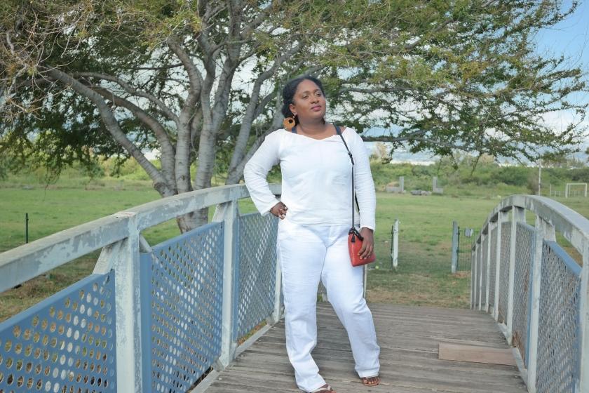 un look blanc blanc et rouge pour l'été
